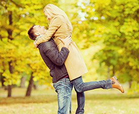 romantic-couple-in-fall