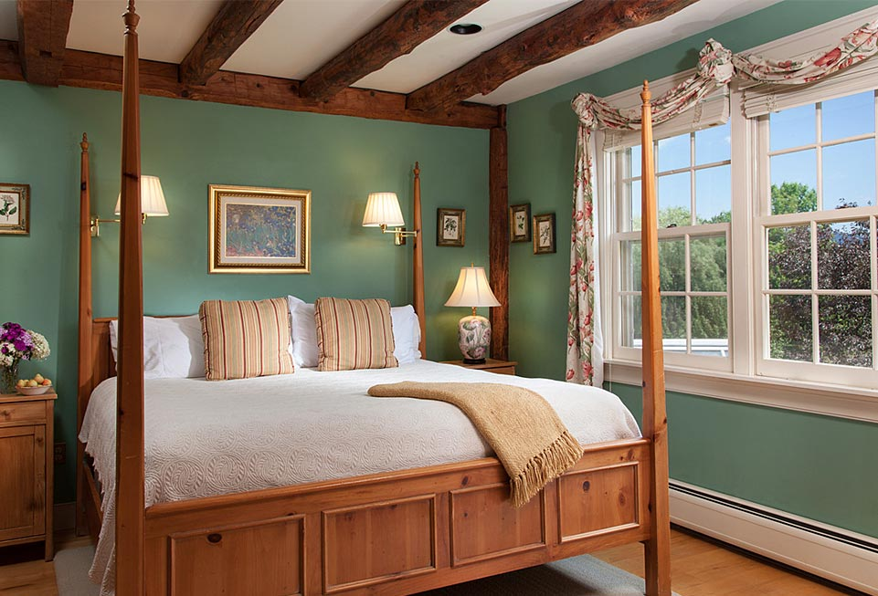 Romantic Getaways in Vermont - Abbot Suite Bed