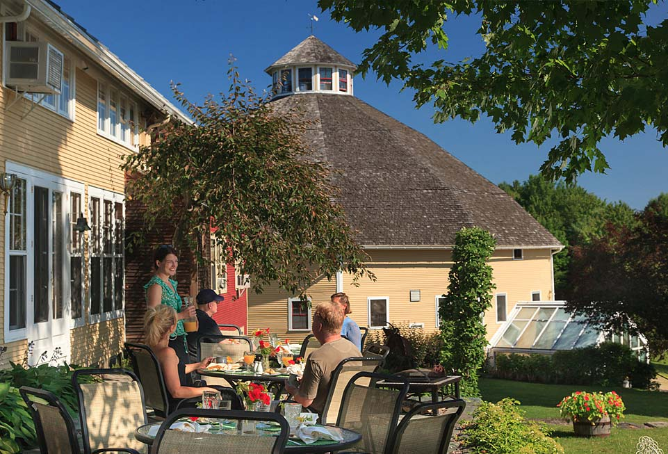 The Inn at Round Barn Farm - the dining