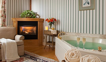 Romantic Getaway in Vermont -Whirlpool Bath & Fireplace